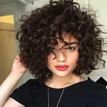 Como alisar el cabello rizado corto